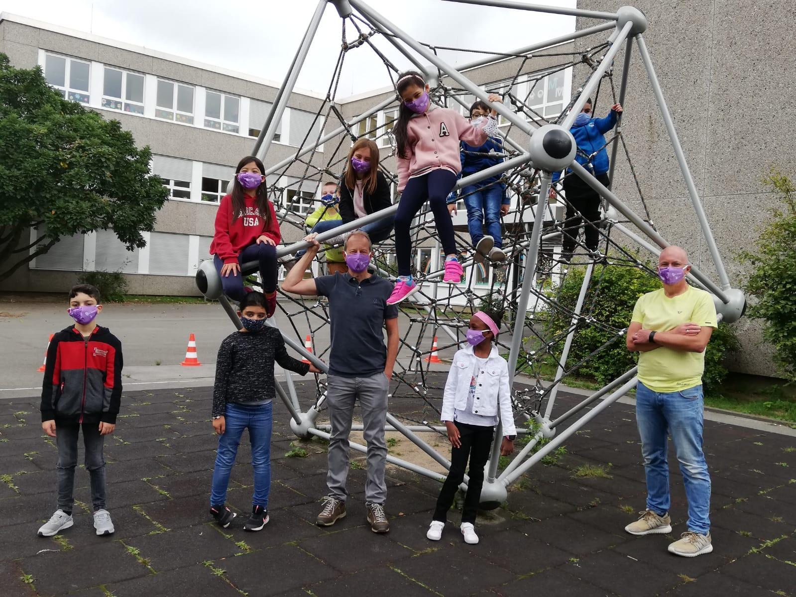 Dr. Strenger mit Schülerinnen und Schülern der Johannes-Wulff-Schule am 27. August 2020