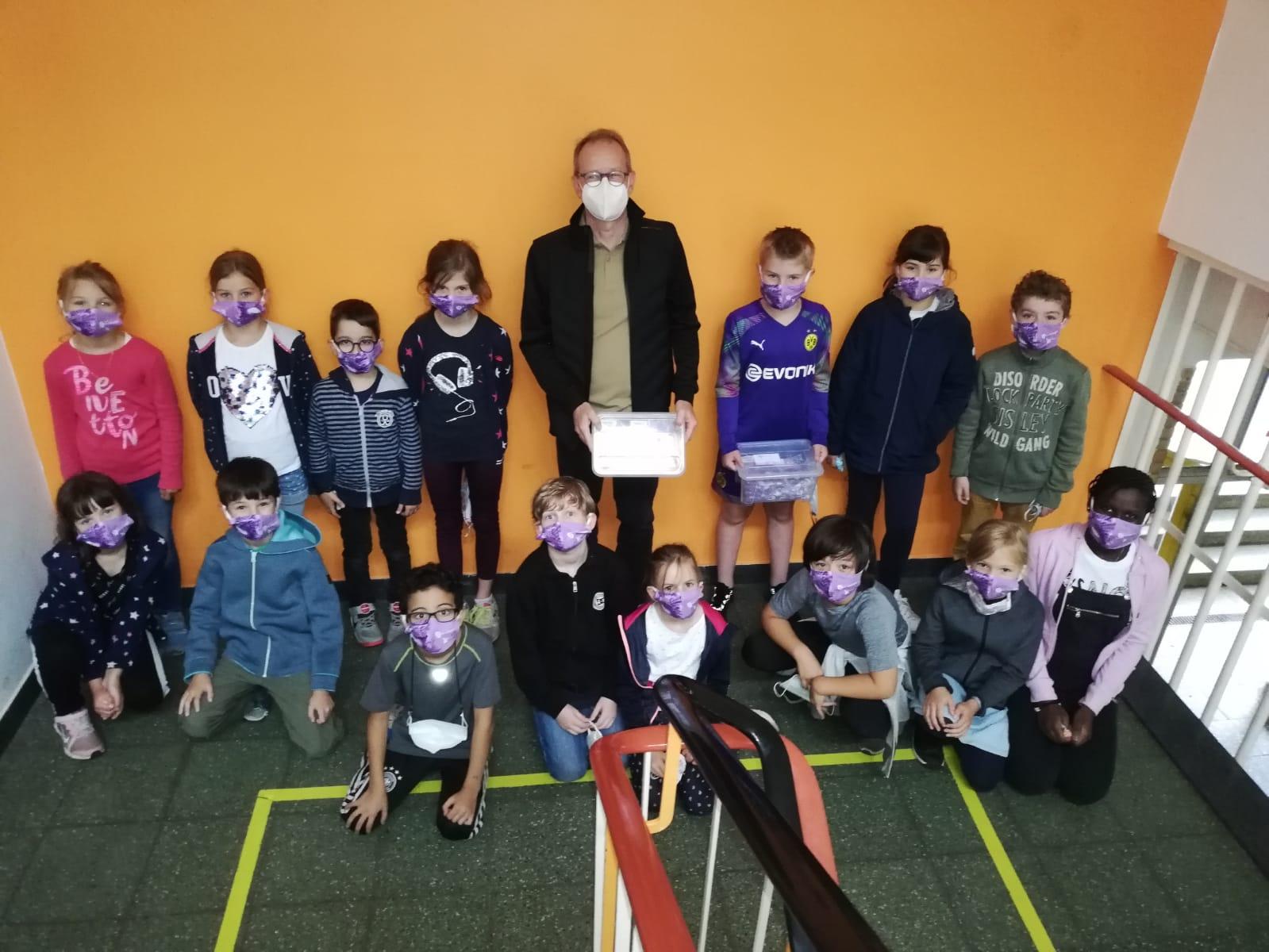 Dr. Strenger mit Schülerinnen und Schülern der Landgrafenschule